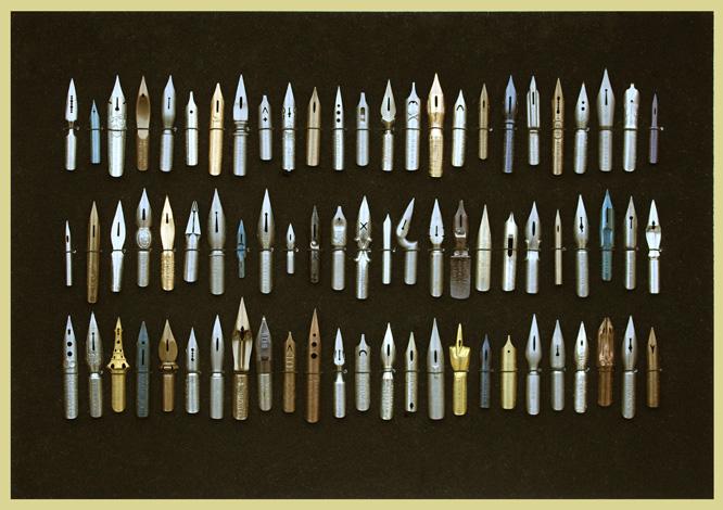 Kleines Schreibfedern-Museum, Tafel mit 75 antiken Schreibfedern